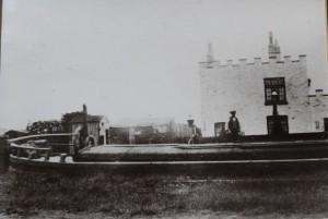 1 Paddington Lock boat infront of Lock House before 50 (1024 x 768)