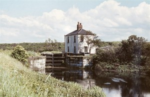 35 Lock Cottage before 26 6 1963 (WATERWAY IMAGES) 50 (706 x 456)