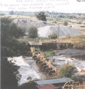 57 Old Weir being removed after 50 (684 x 967)