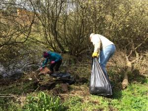 New Cut Canal litter pick 16.04.16 1 Litter pickers 50(1632 x 1224)