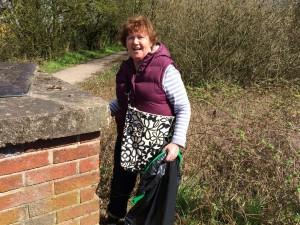 New Cut Canal litter pick 16.04.16 12 Lynda Eagan 50(1632 x 1224)