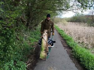 New Cut Canal litter pick 16.04.16 15 Terry and wheelbarrow a 50(1632 x 1224)