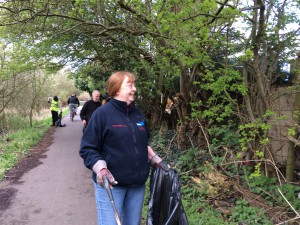 New Cut Canal litter pick 16.04.16 3 Mary Greenslade 50(1632 x 1224)