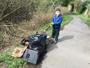 New Cut Canal litter pick 16.04.16 8 Charlie Wortley one of our Beavers 50(1632 x 1224)