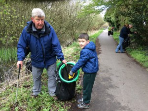 New Cut Canal litter pick 16.04.16 9 Kev Price and Charlie Wortley a Beaver 50(1632 x 1224)