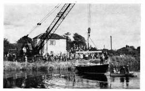 mk-concrete-boat-3-launch-by-lock-cottage-558-x-350